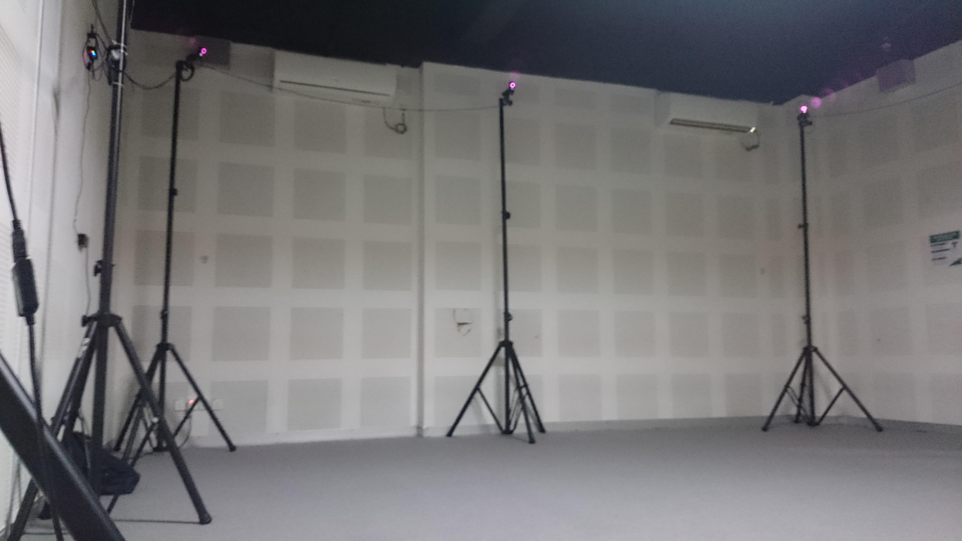 Keadaan di dalam laboratorium motion capture Polibatam