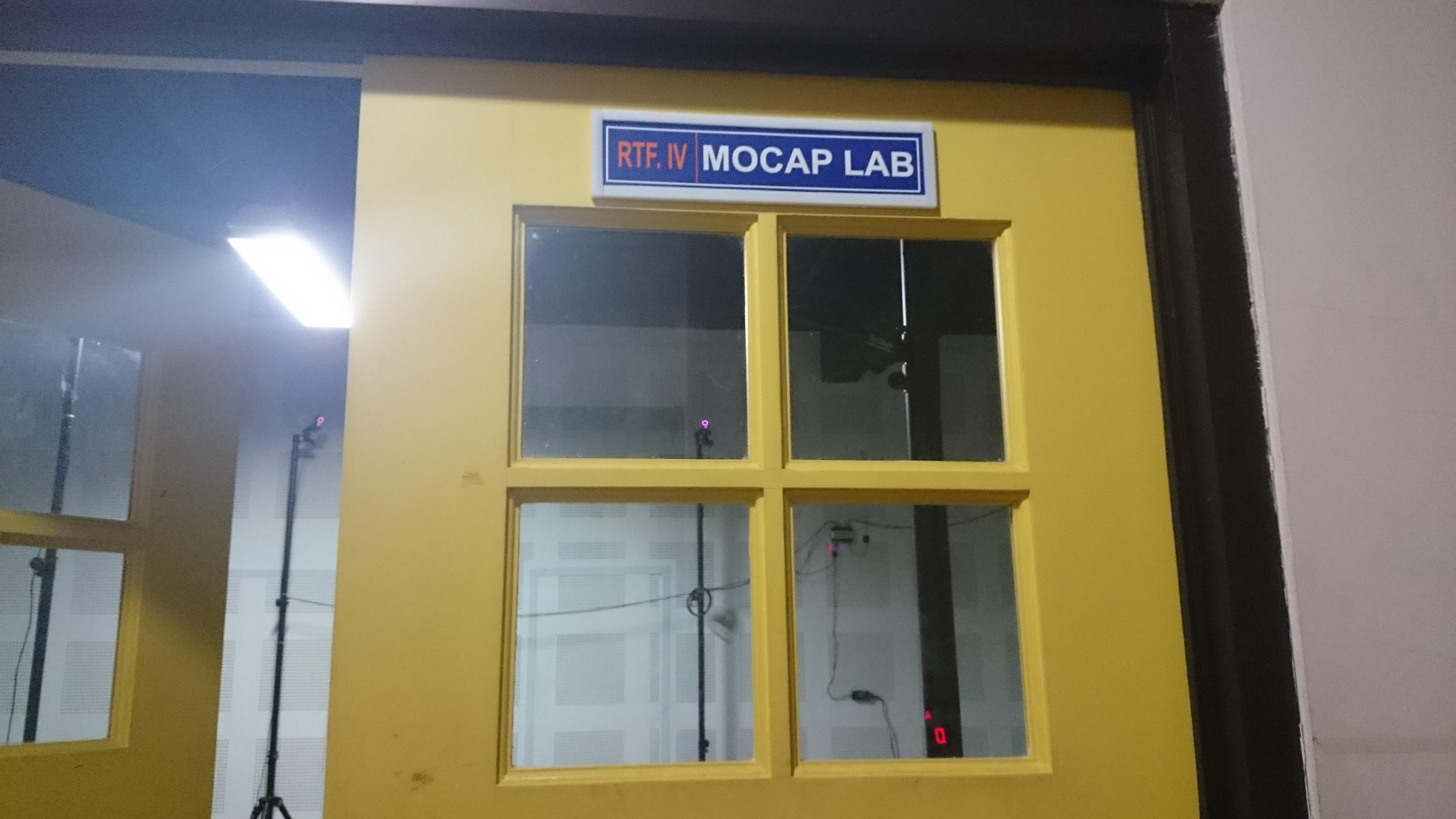 Pintu masuk laboratorium motion capture.