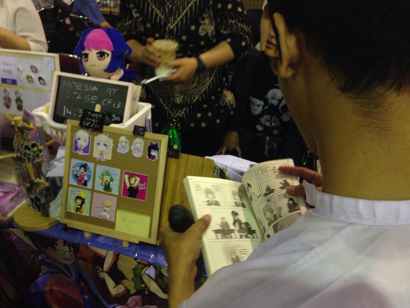 Booth Lingkarya Moesia dengan Berbagai Merch yang dijajakan